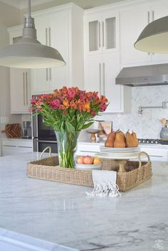 Awesome Kitchen Island Design and Decor Ideas Large Kitchen Island, Kitchen Island Decor, How To Decorate Kitchen Island, Kitchen Ideas, Kitchen Islands, Kitchen Layout, Kitchen Cabinets, Kitchen Island Centerpiece, Layout Design