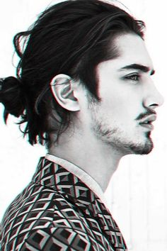 Hot Man Bun Hairstyles For Guys (5)