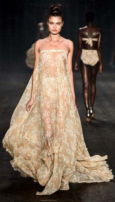 (São Paulo Fashion Week) Brazil Fashion Week 2013 ❥ Adriana Degreas http://daqali.com/fashion/566-adriana-degreas-2013-64-.html