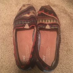 Toms shoes size 7.5 Like new, in good condition. Only wore once. TOMS Shoes Flats & Loafers