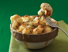 YUM - Must make this for the fall.Cauliflower Mac and Cheese: Hold the mac, but not the cheese. Save on a few carbs with this creative cauliflower mac and cheese recipe from Vegetarian Times. Healthy Recipes, Low Carb Recipes, Veggie Recipes, Healthy Snacks, Vegetarian Recipes, Cooking Recipes, Protein Snacks, Cheese Recipes, High Protein