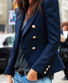 The perfect navy blazer - Street style.