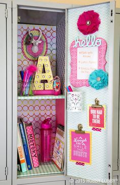 We've gathered the BEST Back to School DIY projects and ideas for Teens and Tweens! From set yourself apart locker decorations to show off your personal style – to perso… - The Best of Diy Ideas Cute Locker Decorations, Cute Locker Ideas, Diy Locker, Locker Stuff, Girls Locker Ideas, Diy École, Schul Survival Kits, Middle School Lockers, Decorated School Lockers