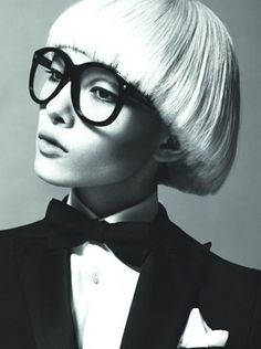 Sun Fei Fei for DSquared, Weird and beautiful at the same time. via Asian Models Smoking Tuxedo, Lunette Style, Diy Beauté, Bowl Cut, Girls With Glasses, Love Hair, Cut And Color, Kenzo, Dsquared2