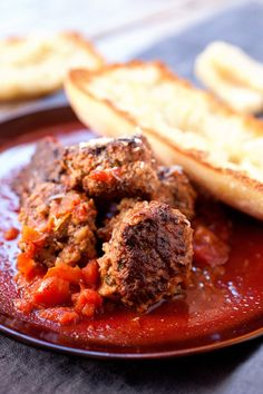Easy Braised Meatballs: These homemade braised meatballs are slow-simmered in tomatoes and red wine and so good served over pasta or in a sandwich. Beer Recipes, Gourmet Recipes, Gourmet Foods, Cookbook Recipes, Easy Recipes, Healthy Recipes, How To Make Sandwich, Delicious Dinner Recipes, Yummy Food
