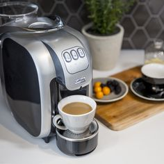 Commencez la semaine du bon pied avec une machine à espresso italienne. Un café goûteux chaque fois! ☕️ #Coffee #Espresso #Morningcoffee #Latte #Appliance #Coffemaker #Espressomachine #Coffeenook #Homedecor #Kitchendecor Keurig, Latte, Coffee Maker, Kitchen Appliances, Coffeemaker, Kitchens, Italy, Coffee Milk, Coffee Maker Machine
