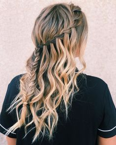 Beautiful Braided Hairstyles Are Available For Almost Every Hair Length 2019 - Braids hairstyles are more fashionable than ever. Already last summer, braided hairstyles were the hit. And now, lets see the new season. Latest Braided Hairstyles, Try On Hairstyles, Winter Hairstyles, Box Braids Hairstyles, Trending Hairstyles, Dance Hairstyles, Updo Hairstyle, Hairdos, Updos