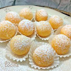 Esta receta de yemas de convento es la clásica de las *Yemas de Ávila*, aunque con pocas variaciones se elaboran así por toda España. Spain. Bakery Recipes, Cookie Recipes, Mexican Food Recipes, Sweet Recipes, Spanish Desserts, Delicious Desserts, Cupcake Cakes, Cupcakes, Sweet Treats