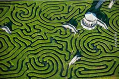 Largest Maze in Britain by: jason Hawkes. Adventure seekers usually spend anything up to 90 minutes getting lost in the Hedge Maze at Longleat Safari Park, Wiltshire, before finding the exit. This labyrinth has two miles of pathways and yew trees. Beautiful World, Beautiful Places, Amazing Places, Beautiful Birds, Parks, Jw Humor, Bath Uk, Famous Places, Birds Eye View