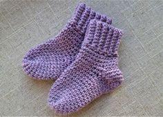 Disse dejlige bløde sokker er en uundværlig del af garderben til de små babyer . Deres tykke og varme kvalitet holder kulden væk fra de små fusser.