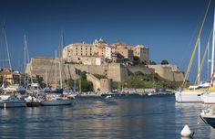 La citadelle et le Port de Calvi #momondo #Calvi