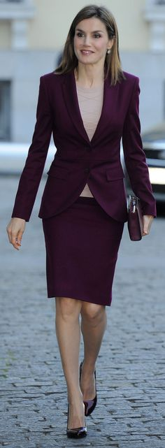 Queen Letizia attends a meeting with the BBVA Foundation. She wore her classic Hugo Boss aubergine ​skirt suit, a look she has worn on a number of occasions since she first wore it for a trip to New York in September Business Dress Code, Business Mode, Business Formal, Business Dresses, Business Outfits, Office Outfits, Business Fashion, Formal Outfits, Business Attire