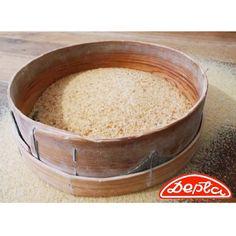 Czy wiesz, że bułka tarta z Piekarnia Depta jest wytwarzana tylko z naszych najwyższej jakości pszennych bułek?  Po wielu godzinach suszenia bułki są dokładnie mielone, a to co z nich powstaje jest następnie wielokrotnie ręcznie przesiewane przez sito. Tak przygotowana bułka tarta trafia do Waszych domów.