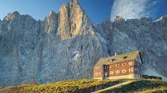 Ein Highlight auf dem Adlerweg: die Falkenhütte, am Fusse der Lalidererwände im Herzen des Alpenparks #Karwendel - Tirol - Austria gelegen.