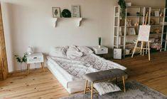 Ahşap tepsi ve suplalarla sofra sunumlarınızı renklendirebilirsiniz. Decor, House Design, Interior Decorating, Interior, Space Interiors, Bedroom Design, Home Decor, House Interior, Home Interior Design