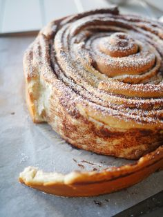 brioche cinnamon roll More Nutella Cakes, Pastries, Pain Brioche Nutella Cake… Delicious Desserts, Dessert Recipes, Yummy Food, Biscuit Cinnamon Rolls, Baking Biscuits, Bread And Pastries, How Sweet Eats, Churros, Sweet Bread