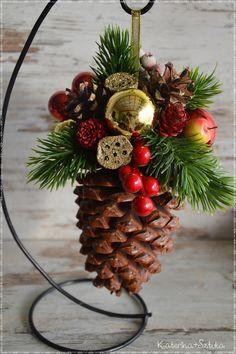 Katerina&Sztuka by Pasjonata-Art: 2017 Pine Cone Christmas Decorations, Christmas Ornament Crafts, Christmas Projects, Christmas Themes, Holiday Crafts, Simple Christmas, Handmade Christmas, Christmas Diy, Christmas Wreaths