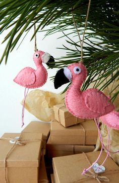 Two flamingo ornaments.A pair of Christmas flamingos. Tropical Christmas, Pink Christmas, Christmas Flamingo, Christmas Tree, Xmas, Christmas Nativity, Felt Crafts, Kids Crafts, Paper Crafts