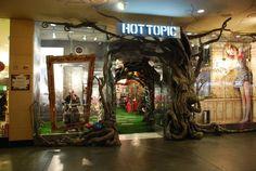 Alice in Wonderland Hot Topic Store, 2009.