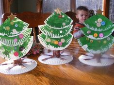 Cut 2 paper plates into 3 triangular pieces and paint green. Paint a paper towel roll brown. Cut slits in it about of the way up on one end. Spread and tape to another paper plate. Glue tree pieces together and decorate with button,gems,sequins or pape Preschool Christmas, Christmas Crafts For Kids, Christmas Activities, Christmas Projects, Christmas Themes, Winter Christmas, Holiday Crafts, Holiday Fun, Christmas Holidays