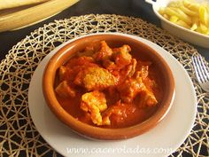 Caceroladas: Magro con tomate ( guiso tradicional ) Thai Red Curry, Appetizers, Meat, Chicken, Ethnic Recipes, Food, Lean Body, Homemade Food, One Pot Dinners