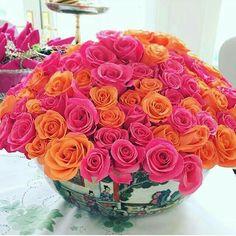 stunning pink and orange roses Orange Party, Orange Wedding, Summer Wedding, Rose Fushia, Orange Flowers, Orange Pink, Magenta, Arrangements Ikebana, Floral Arrangements