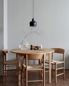 Get inspired by these dining room decor ideas! From dining room furniture ideas, dining room lighting inspirations and the best dining room decor inspirations, you'll find everything here! Dining Room Inspiration, Interior Inspiration, Design Inspiration, Interior Modern, Room Interior, Apartment Interior, Danish Interior Design, Home Modern, Interior Livingroom