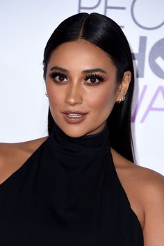 Nails pretty little liars shay mitchell 68 trendy Ideas Pretty Little Liars, Latest Hairstyles, Celebrity Hairstyles, Cool Hairstyles, Shay Mitchell Makeup, Maquillage Kylie Jenner, Red Carpet Hair, Red Carpet Makeup, Celebrity Makeup Looks