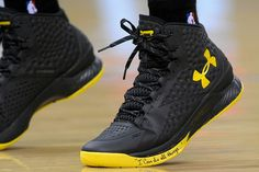 Stephen Curry Blacks Outs in Under Armour Curry One PE Pat Ewing, Tenis Basketball, Curry Basketball Shoes, Basketball Wives, Basketball Hoop, Lacoste, Curry One, Shoes, Outfit