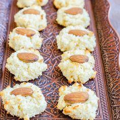 Home - Din secretele bucătăriei chinezești Coconut Macaroons, Yummy Cookies, 3 Ingredients, Biscotti, Quinoa, Deserts, Gluten, Food, Recipes