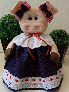 Pig Crafts, Crafts To Make, Doll Patterns, Sewing Patterns, Accessoires Divers, Chicken Quilt, Pig Art, Crafts For Seniors, Knitted Coat
