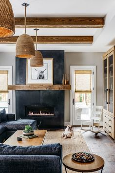 Home Living Room, Living Room Designs, Living Room Decor, Rustic Modern Living Room, Western Living Rooms, Living Room Trends, Living Room Colors, Living Room Lighting, Country Living