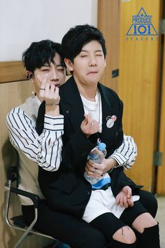 Lai guanlin & Lee woojin can't believe their age are like 3 years apart . Boys Who, My Boys, Park Jihoon Produce 101, Guan Lin, Lai Guanlin, Produce 101 Season 2, Ha Sungwoon, Seong, 3 In One