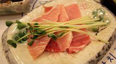 slices of raw tuna