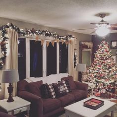 Vintage Christmas Wonderland living room tour...Merry Christmas from 422 13th St!