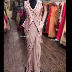 We don't sell any products. If you like this post pl save it and tag your friends . DM for credits or removal of this post. Best Blouse Designs, Blouse Neck Designs, Designer Sarees Wedding, Indian Designer Outfits, Indian Designer Sarees, Indian Outfits, Modern Saree, Stylish Blouse Design, Saree Models