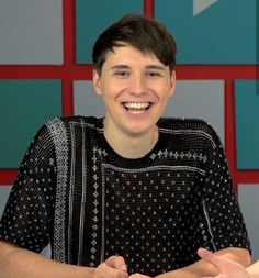 NOW EVERY TIME I SEE DAN IN THAT SHIRT I THINK OF MUFFINS ASJFKHKSG>>>he wore that in his latest video which was partly about a muffin...