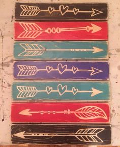 Arrows - they'd be a great addition to the hiking trail up at the lake - and - Another Perfect Pallet Project!