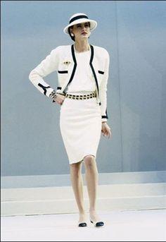 Inez de Fressange. Ultimate style icon in white Chanel
