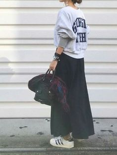 Maxi Skirt Outfits That Will Have You Dressed Perfectly Mode Outfits, Chic Outfits, Fashion Outfits, Japan Fashion, Love Fashion, Womens Fashion, Moda Converse, Long Skirt Fashion, Maxi Skirt Outfits