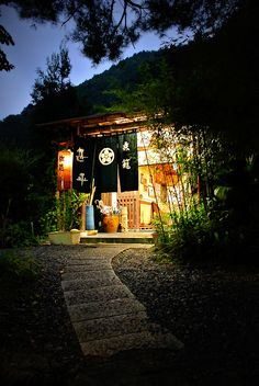 nice japanese house/tempel/something? Japanese Shop, Japanese Culture, Japanese Shrine, Japanese House, Yamaguchi, Dojo, Design Japonais, Japan Flower, Japan Street
