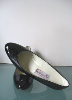 Vintage Pappagallo Black Patent Leather Pumps by TheOldBagOnline