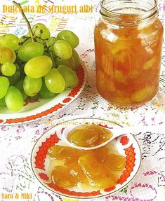 » Dulceata de struguri albiCulorile din Farfurie A Food, Food And Drink, Grape Jam, Romanian Food, Romanian Recipes, Tasty, Yummy Food, Punch Bowls, My Recipes