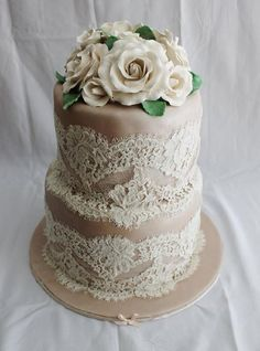 ❤ Vintage Lace Cake I can see tins decorated like this and used for a centerpiece