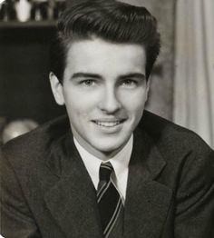"""A Young, Handsome Montgomery Clift "" Old Hollywood Actors, Old Hollywood Glamour, Hollywood Stars, Classic Hollywood, Hollywood Icons, Vintage Hollywood, Montgomery Clift, Divas, Trivia"