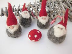 Felt Gnomes Felt christmas gnome natural christmas by mirtilio Clay Christmas Decorations, Felt Christmas Ornaments, Christmas Gnome, Christmas In July, Christmas Knitting, Christmas Crafts, Father Christmas, Handmade Christmas, Needle Felted Animals