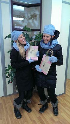 Livraison spéciale : les lutines de Beez distribuent les cadeaux de Noël aux clients.