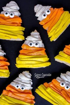 17 Halloween Sugar Cookie Ideas You Can Actually Do Yourself Cookies_Candy Corn Mummys Halloween Desserts, Halloween Cookie Recipes, Halloween Sugar Cookies, Hallowen Food, Halloween Candy, Easy Halloween, Halloween Baking, Halloween Dinner, Halloween Stuff