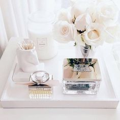 We've rounded up the most chic and minimalist vanity inspiration and makeup storage ideas to give you major design ideas. Tocador Vanity, Decorating Coffee Tables, Makeup Organization, Perfume Organization, Home Decor Inspiration, Design Inspiration, Makeup Inspiration, Sweet Home, Bedroom Decor
