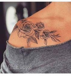 Roses on shoulder tattoo Rosen auf Schulter Tattoo Trendy Tattoos, Love Tattoos, Sexy Tattoos, Body Art Tattoos, Small Tattoos, Tatoos, Woman Tattoos, Ink Tattoos, Finger Tattoos